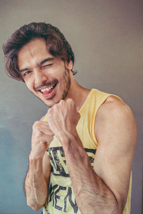Farhan Khan is posing friendly fight while winking and showing his beauty veins.