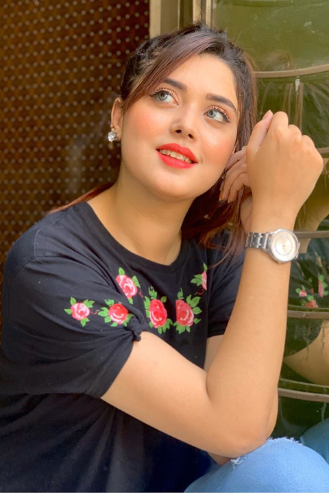 Kanwal Aftab in black t shirt and blue jeans