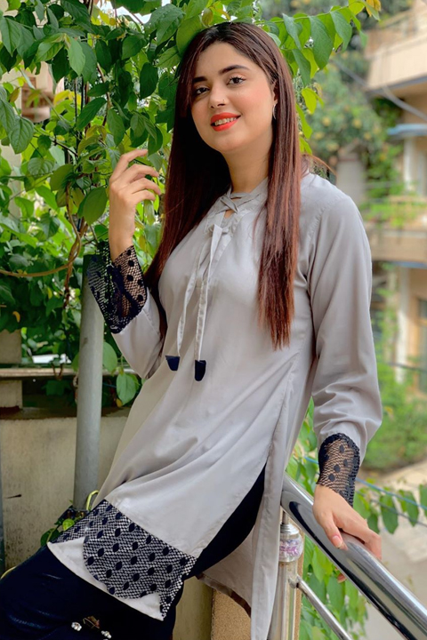 Kanwal Aftab wearing grey dress and smiling at camera with her beautiful smile