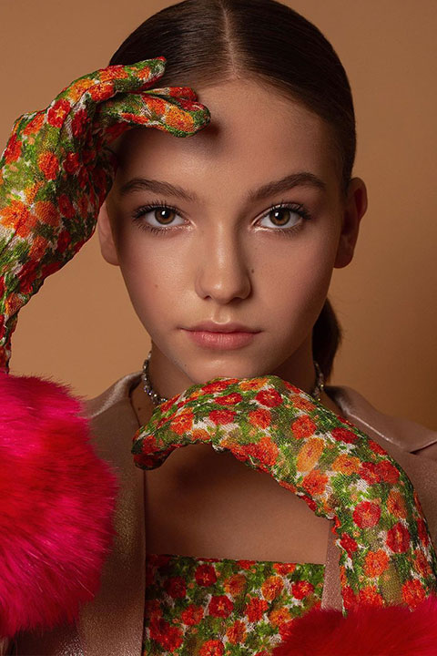 Jayden Bartels wearing flower gloves