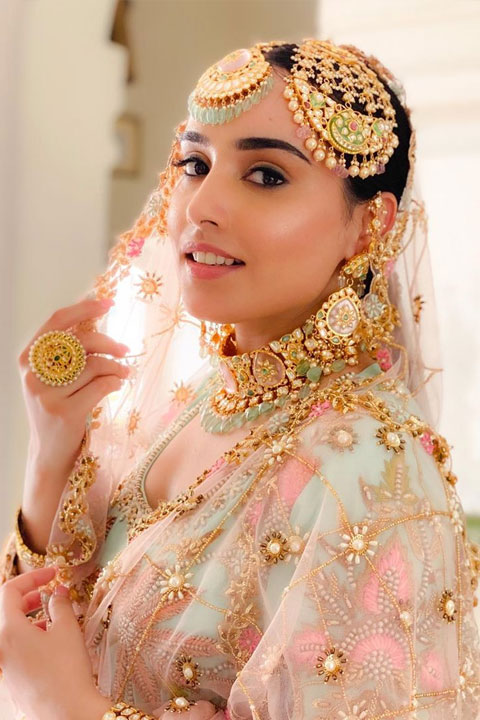 Barbie Maan looking exotic and amazing with pink wedding dress and heavy jewellery