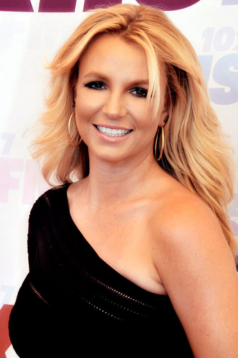 Britney Spears in black dress and open hair.