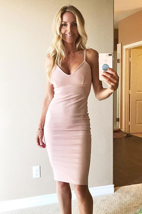 Kim Challan is looking beautiful in peach dress and taking selfie