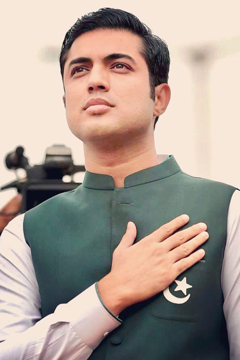 Iqrar Ul Hassan in green vase coat and showing respect for pakistan