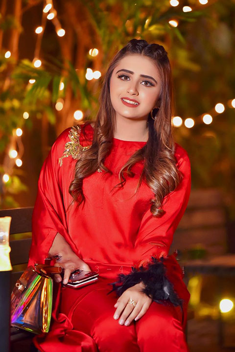 Minahil malik in super romantic red dress