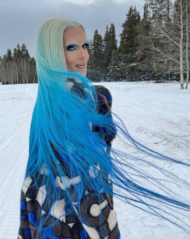 JeffreeStar looking beautiful in his colorful blue hairs