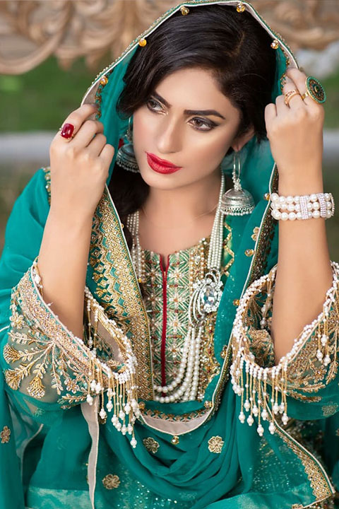 Maira shah in green dress and red lipstick