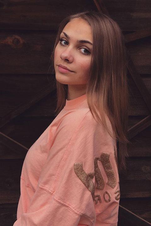 Ariana Lee is looking beautiful in pink dress.