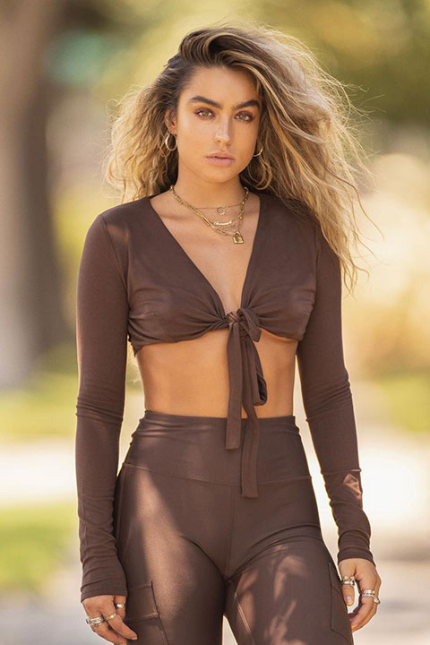 Sommer Ray is looking hot in brown blouse and trouser.